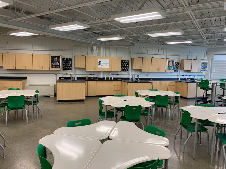 Des Moines Science classroom with flexible desks and science stations