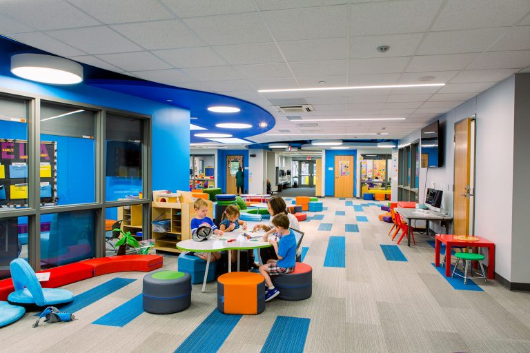 Impromtu learning spaces in corridor